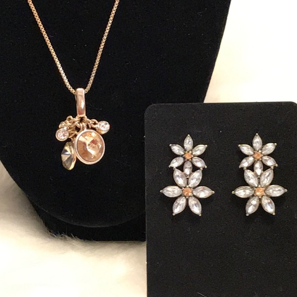 Jewelry - Crystal Daisy Earrings and Necklace Set